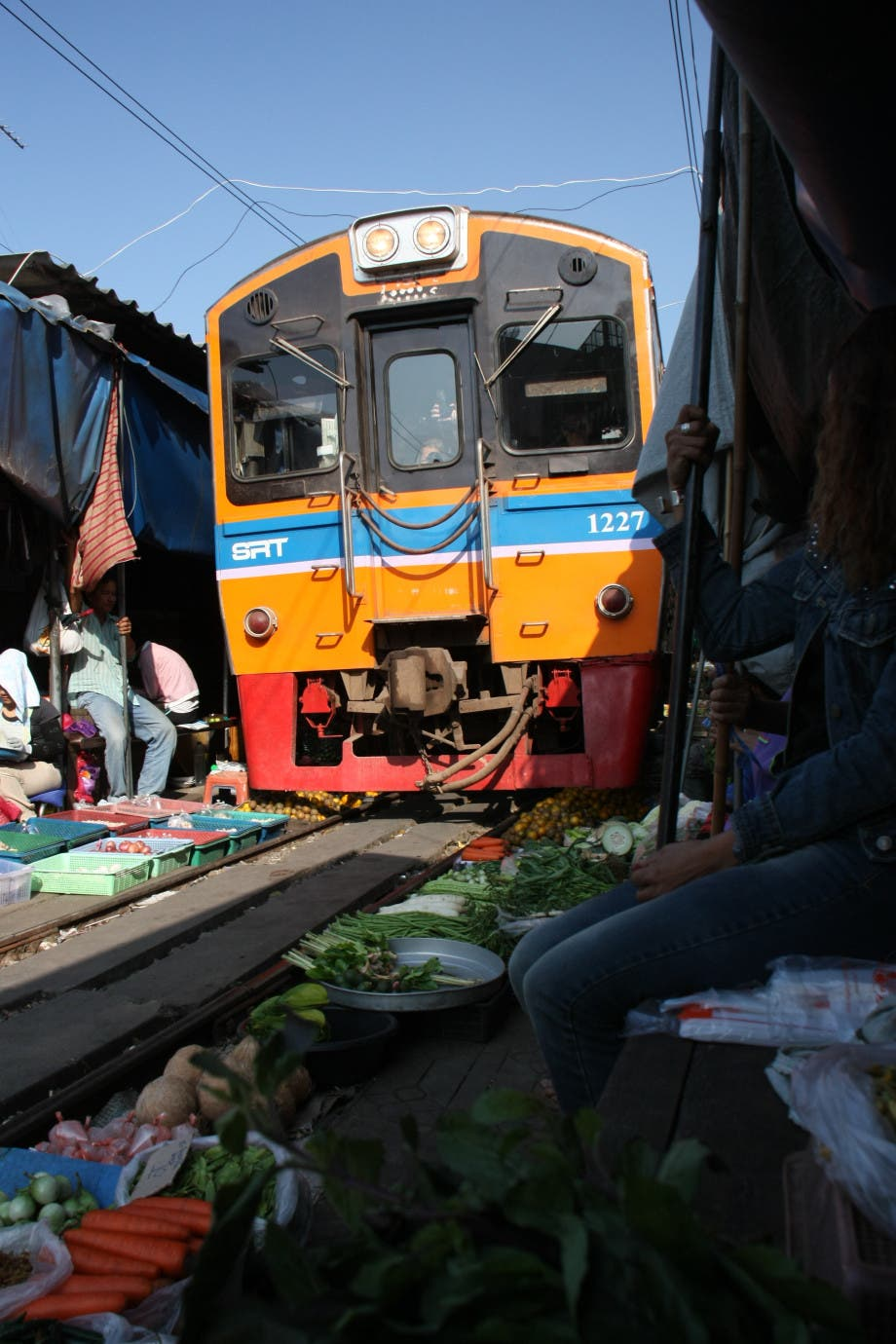 Train_at_Samut_Songkhram_market_on_the_rails_