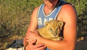 leon-cachorro-botswana