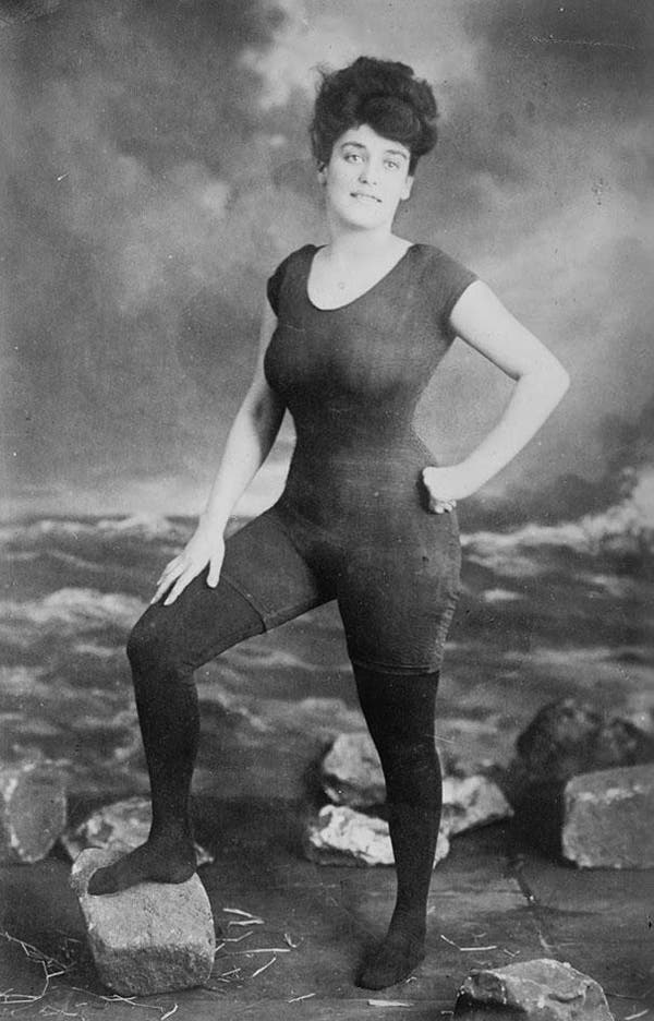 09-Annette-Kellerman-promotes-womens-right-to-wear-a-fitted-one-piece-bathing-suit-1907-She-was-arrested-for-indecency