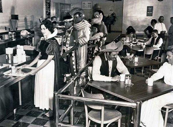 14-Disneyland-Employee-Cafeteria-in-1961