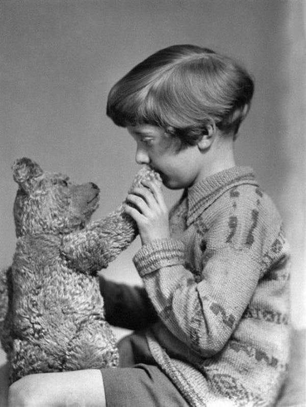 33-The-real-Winnie-the-Pooh-and-Christopher-Robin-ca-1927
