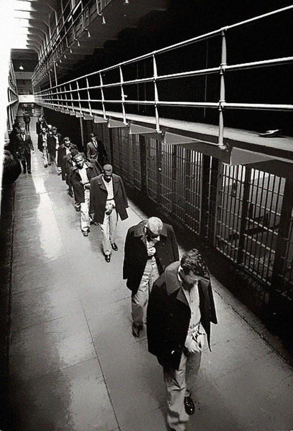 34-Last-prisoners-of-Alcatraz-leaving-1963