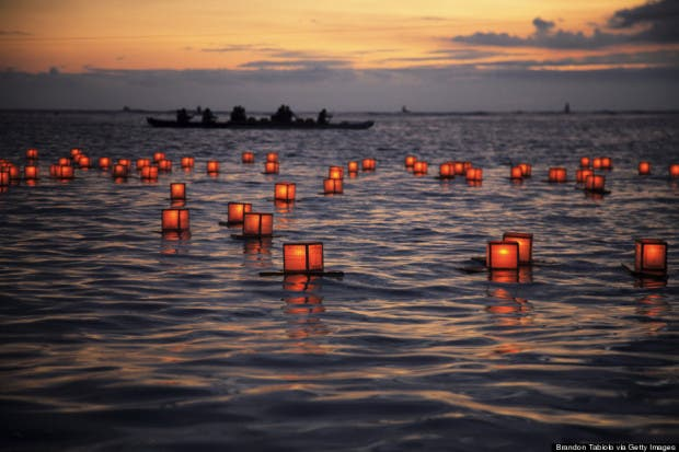 o-LANTERN-FLOATING-MEMORIAL-HAWAII-900