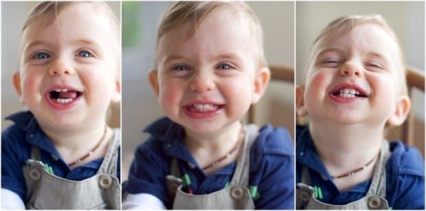 bebe feliz sonriente