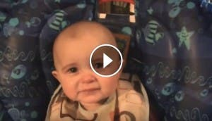 bebe-llora-mama-cantando-play