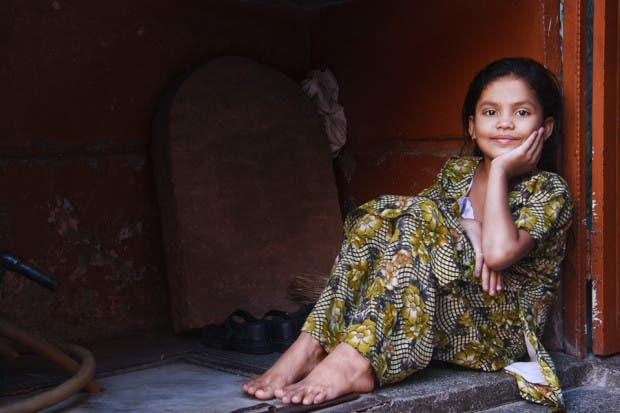 niña hindú feliz