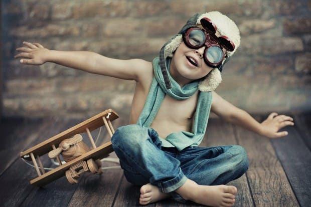 niño con imaginación