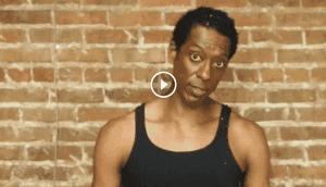 El actor Orlando Jones realiza un conmovedor llamado social con su Desafío del Balde