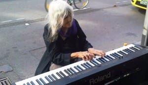 Piano-anciana