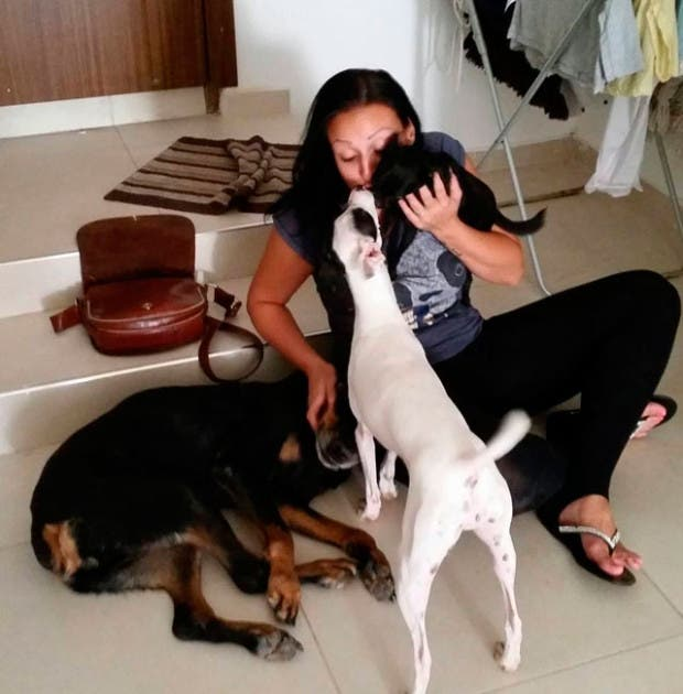 mujer-deja-trabajo-para-salvar-perros