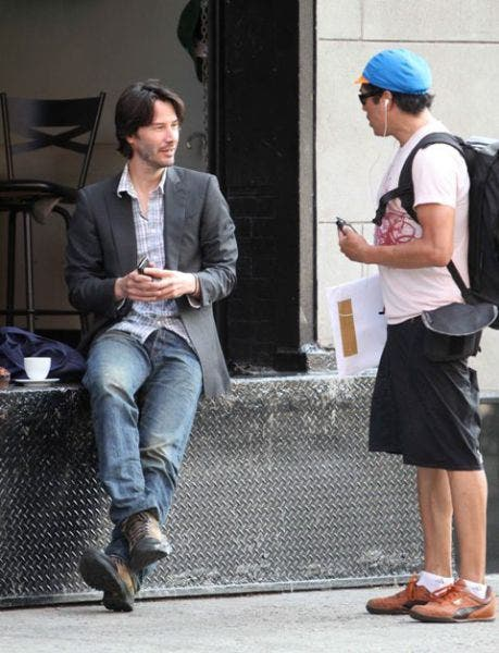 September 2, 2010: Keanu Reeves hangs out with the help on a loading dock in downtown New York City. Credit: INFphoto.com Ref: infusny-167/170|sp|