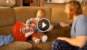 bebe-tocando-guitarra