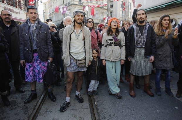 hombres usando faldas en estambul (2)
