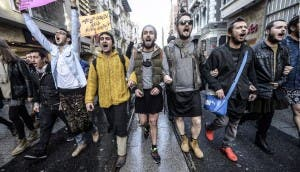 hombres usando faldas en estambul (6)