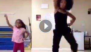 madre e hija bailando bp