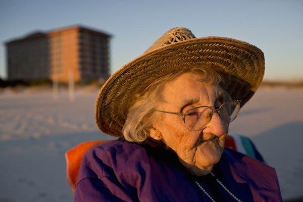 mujer de 100 años ve el par por primera vez (1)