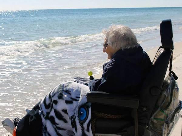 mujer de 100 años ve el par por primera vez (4)