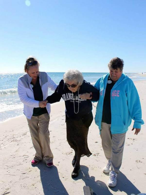 mujer de 100 años ve el par por primera vez (6)