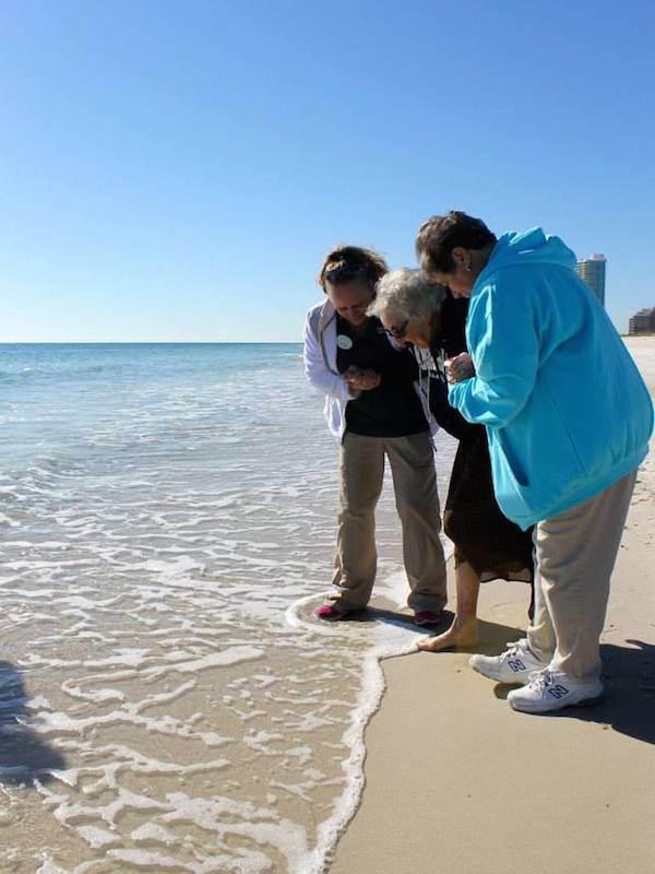 mujer de 100 años ve el par por primera vez (8)