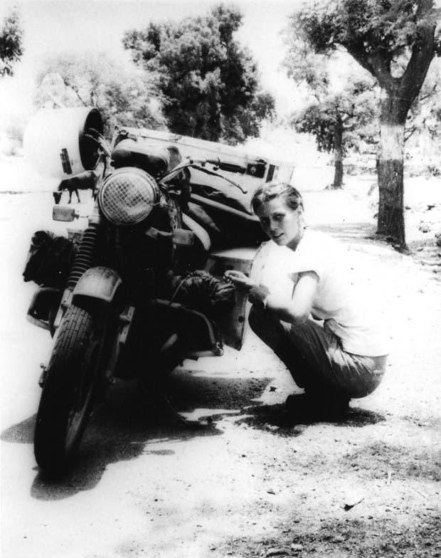 20. mujer en moto
