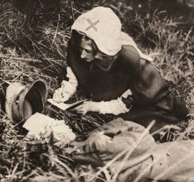 43. enfermera de la cruz roja