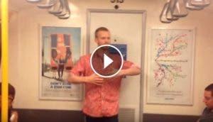 chico-bailando-en-el-metro
