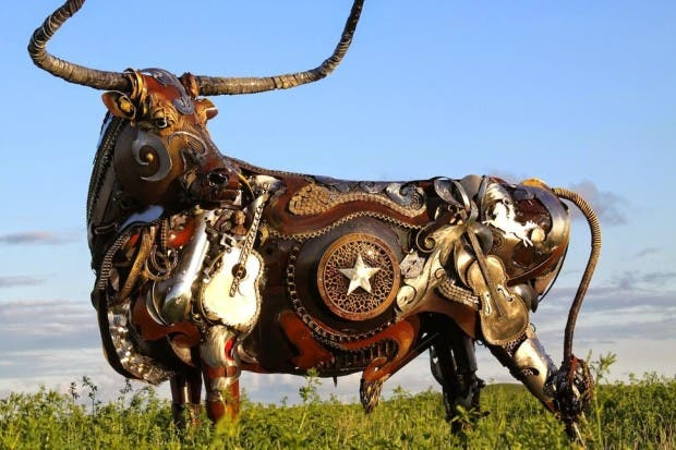 Esculturas de metal toro