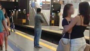 chicas-metro