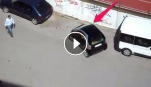 mujer-tratando-de-estacionar-carro