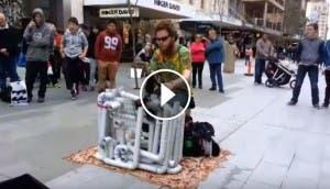 musico-tubos-sandalias