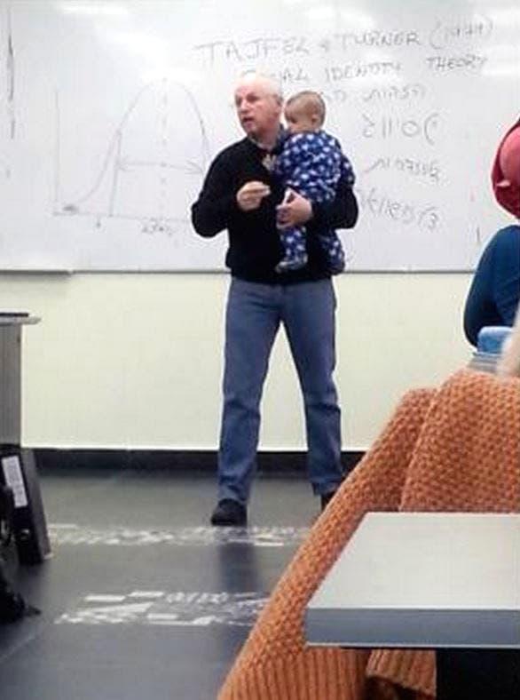 profesor-bebe-clase