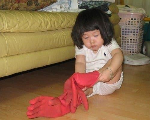 Niña-guantes-pies