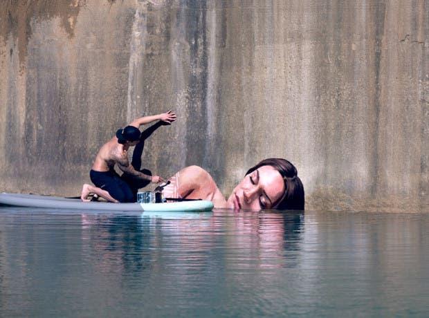arte callejero en tabla de surf