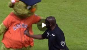 mascota-beisbol-baila-con-guardia