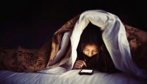 smartphone-bed