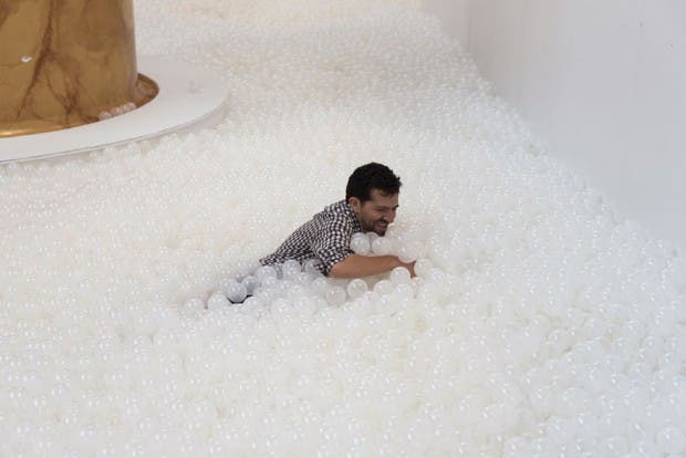 indoor-ball-pit-bubble-ocean-the-beach-snarkitecture-national-building-museum-12