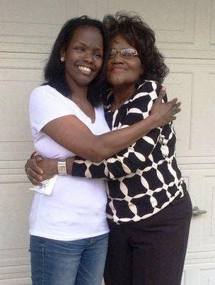 madre-hija-reunion-50-años