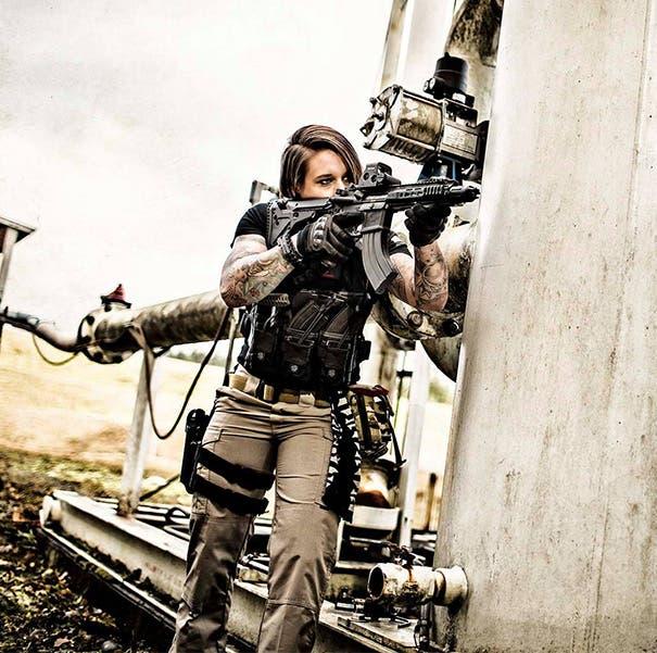 mujer-animales-cazadores-africa-entrenamiento