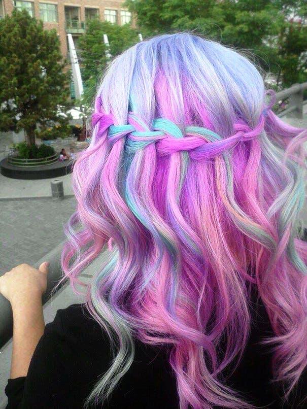 mujeres-cabellos-arco-iris-pastel-cascada