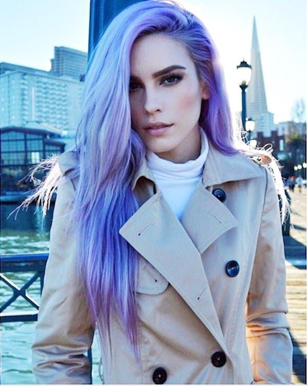 mujeres-cabellos-arco-iris-pastel-casual