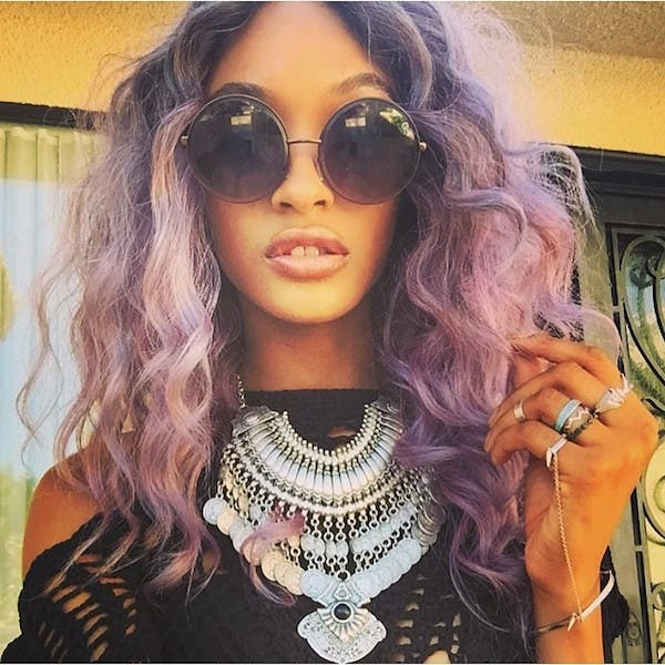 mujeres-cabellos-arco-iris-pastel-crespos