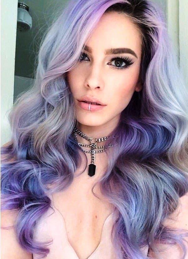 mujeres-cabellos-arco-iris-pastel-elegante