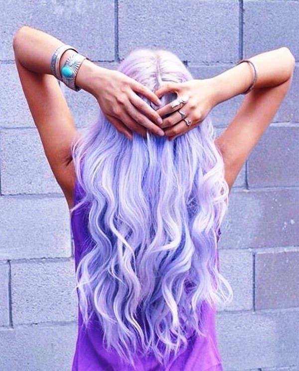mujeres-cabellos-arco-iris-pastel-lavanda