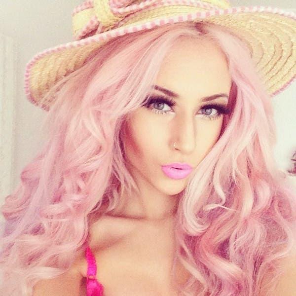 mujeres-cabellos-arco-iris-pastel-rosa-bebe