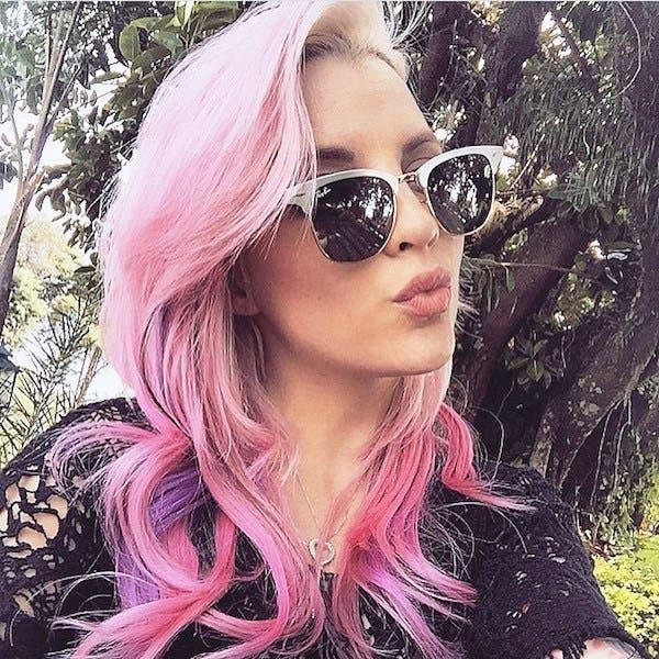 mujeres-cabellos-arco-iris-pastel-rosa