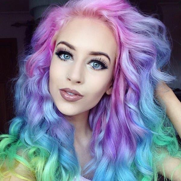mujeres-cabellos-arco-iris-pastel-unicornio