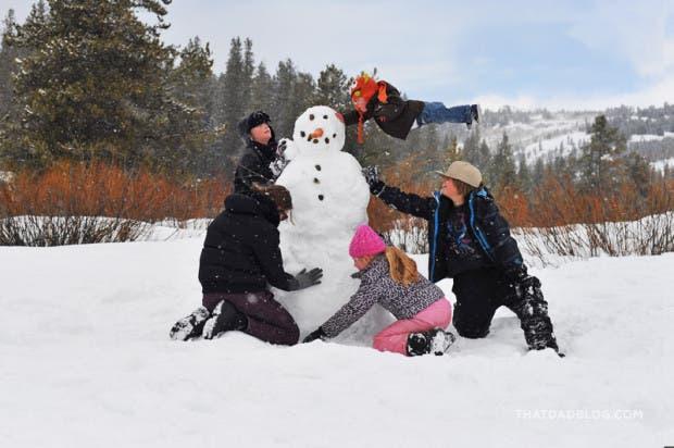 niño-sindrome-down-vuela-fotos-nieve