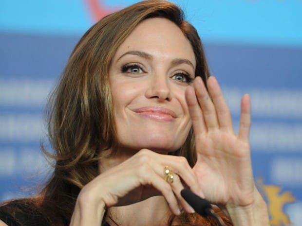 Angelina-jolie-zurda