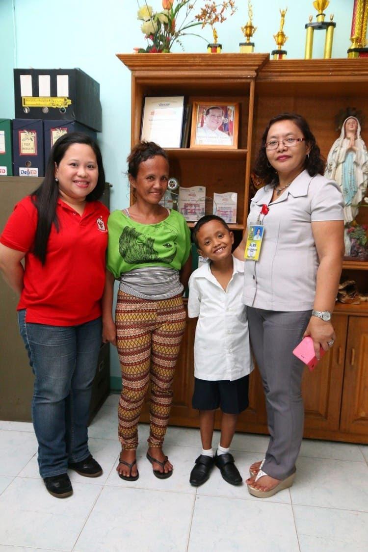 Niño-beca-filipinas-escuela