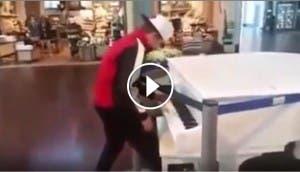 chico-toca-piano-en-centro-comercial-viralistas